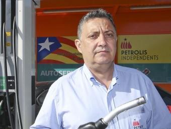 Jordi Roset fotografiat al punt de servei que Petrolis Independents té a Vic.  JORDI PUIG/EL9 NOU