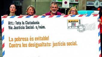 Una acció de diferents activistes de la plataforma Pobresa Zero. ACN