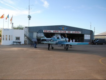 Avionetes d'acrobàcies i una quinzena de pilots entrenant divendres amb normalitat a l'aeròdrom d'Alfés pel campionat d'aquest cap de setmana J.TORT