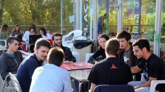 Un grup d'estudiants de polítiques i sociologia, ahir al matí a la Universitat Autònoma de Barcelona QUIM PUIG