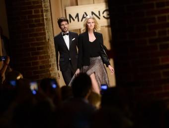 Toni Garrn and Andrés Velencos on Mango's runway.  EFE