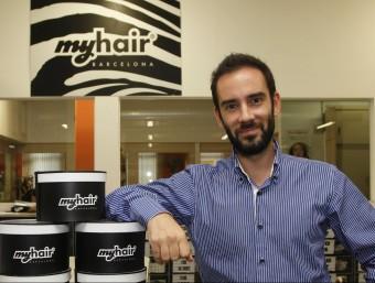 Alberto Gámez, CEO de Myhair Barcelona, a la seu de l'empresa.   ORIOL DURAN