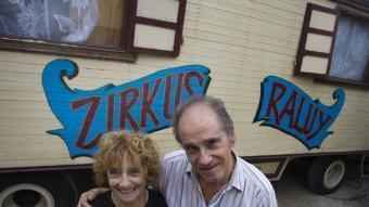 Barbara Rastall i Lluís Raluy, ahir, a les instal·lacions del Circ Raluy a Girona LLUÍS SERRAT