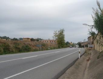 El pas de l'N-II per Orriols on es proposa una variant (per l'esquerra) per salvar els habitatges E. C