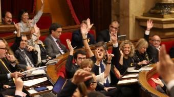 Diputats de CiU i ERC s'identificaven com a voluntaris del 9-N en l'última sessió plenària del Parlament ANDREU PUIG