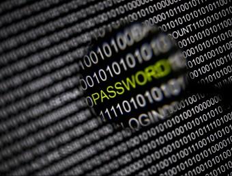 Amb la maduració de les possibilitats de la Xarxa han aparegut nous perills d'atac als sistemes informàtics.  ARXIU