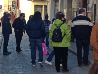 Alguns turistes pels carrers de Morella. EL PUNT AVUI