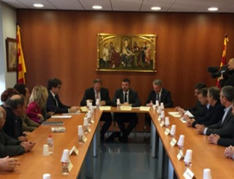 El conseller de Territori, Santi Vila, en la reunió que mantenir ahir amb els alcaldes de la Cerdanya. ACN