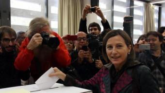 La presidenta de l'ANC, Carme Forcadell, votant a l'IES Vallès de Sabadell ACN