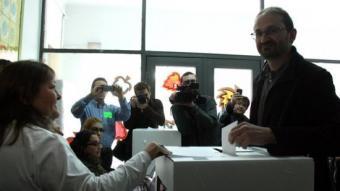 El coordinador nacional d'ICV ha votat al Centre d'Educació Especial 'La Sagrera' ACN