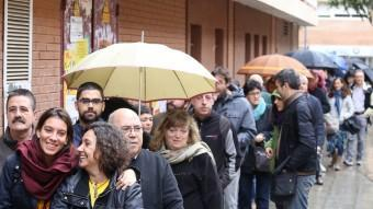 Les cues davant els 1.317 locals de participació s'han mantingut des de primera hora ANDREU PUIG