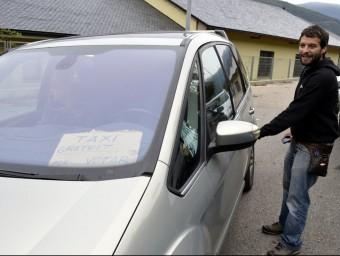 Un dels voluntaris taxistes , a la comarca del Pallars ACN/ MARTA LLUVICH