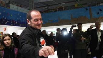 El diputat de la CUP David Fernàndez vota en un col·legi de Barcelona ELISABETH MAGRE