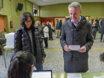 L'alcalde de Puigcerdà, Albert Piñeira, mentre votava EL PUNT AVUI
