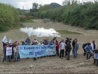 Concentració de Xúquer Viu al llit del riu Albaida. CEDIDA