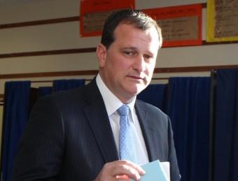 Louis Aliot votant en les darreres eleccions a Perpinyà A.R