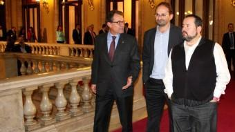 Joan Herrera, Joan Mena i Artur Mas, sortint de la primera part de la seva reunió al Parlament ACN