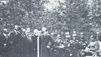 Francesc Cambó s'adreça al públic durant l'acte de coronació de la Verge de Covadonga, en presència del rei Alfons XIII FONT: ARCHIVO MUNICIPAL E HISTÓRICO DE CANGAS DE ONÍS