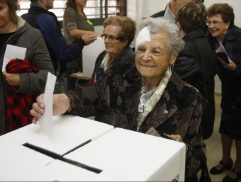 Josefa Batalla is from Sabadell and she is 90 years old. Oriol Duran