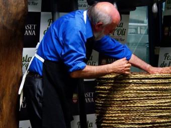 La família Maset, durant la premsada tradicional d'oli que es va fer la setmana passada.