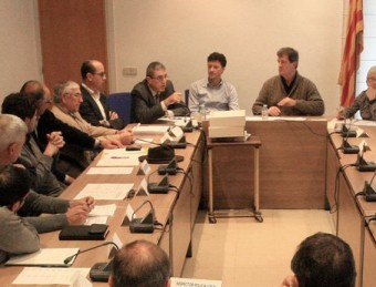 Una imatge de l'última reunió del consell de salut de l'ABS de l'Escala, a final de novembre, en la qual els alcaldes es van posicionar contra l'actual licitació LLUÍS SARRAT