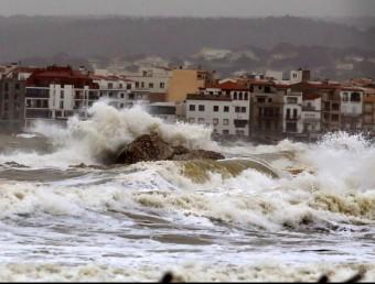 Fort onatge a l'Escala MANEL LLADÓ / ARXIU