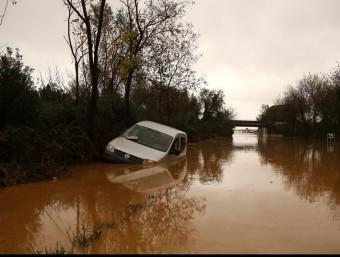 La carretera C-31 , entre Figueres i l'Escala va quedar intransitable per la gran quantitat d'aigua acumulada MANEL LLADÓ
