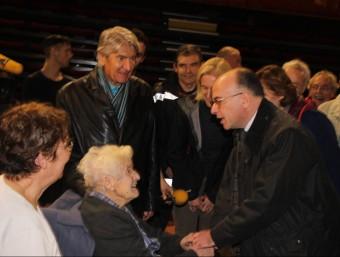 El ministre de l'Interior francès Bernard Cazeneuve visitant els evacuats J.M. ARTOZOUL