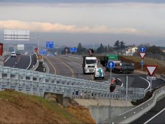 Imatge de la carretera Nacional II a l'altura de Caldes pocs dies abans d'inaugurar-se el desdoblament. MANEL LLADÓ