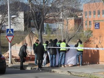 Policies i bombers tapen und els cadàvers a Terrassa J.A.