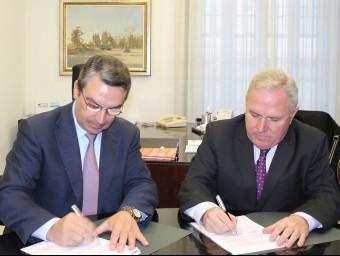 Instant d ela signatura de l'acord amb la Diputació d'Alacant. B. SILVESTRE