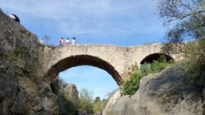 El pont del Molí de la Roca és un dels que necessita una reforma. EL PUNT AVUI