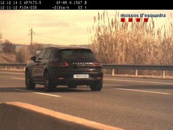 El cotxe, de la marca Porsche, que conduïa l'home francès per un delicte contra la seguretat vial. MOSSOS D'ESQUADRA