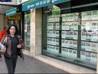 Moltes agències immobiliàries van tancar les portes per la crisi.  ARXIU