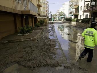Efectes d'un desbordament del barranc de Barenys, el març de 2012, al barri de la Salut de Salou ARXIU / JOSÉ CARLOS LEÓN