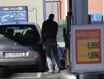 Una gasolinera amb el gasoil a menys d'un euro.  JUDIT FERNÁNDEZ