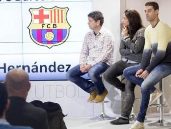 El moment de la presentació en què va sortir Xavi, que està a l'esquerra dels tres seleccionadors, ahir a la seu de la FCF JOSEP LOSADA