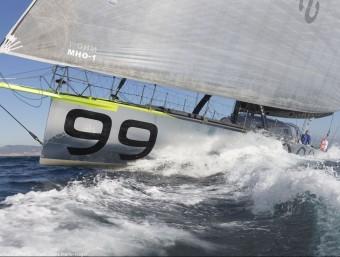 Pepe Ribes, navegant amb l'Hugo Boss dies abans del tret de sortida de la tercera Barcelona World Race BWR