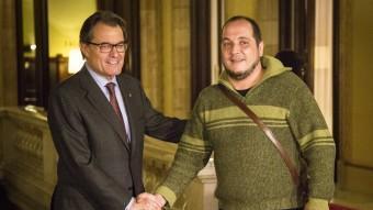El president Mas i David Fernàndez, al Parlament de Catalunya. ALBERT SALAMÉ
