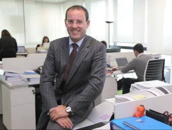 Giovanni Grillo, a l'oficina de Lowendalmasaï de Barcelona.  JUDIT FERNÁNDEZ