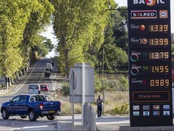 Els preus dels carburants continuen marcant rècords a la baixa.  ARXIU
