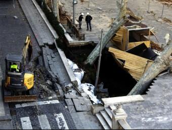 Esvoranc a Figueres. L'àrea de calçada afectada té unes dimensions d'uns 30 metres quadrats ACN