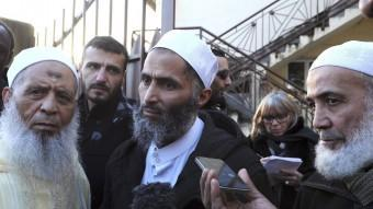 Imams de mesquites franceses parlant ahir a la ciutat de Le Mans AFP