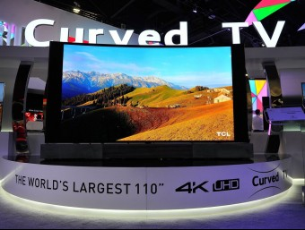 Immense. An HDTV: 110 inches of high.tech, on show at the Las Vegas fair. DAVID BECKER / AFP