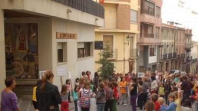 Manifestació anterior contra la surpressió d'una unitat de Primària. B. SILVESTRE