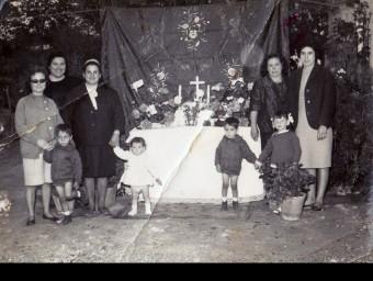 Imatge d'un altar que es feia en honor de la Verge de Montserrat coincidint amb la seva festivitat