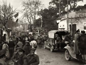 L'exèrcit republicà arriba al Pertús enmig de la multitud, el 7 de febrer de 1939- PHOTO NYT
