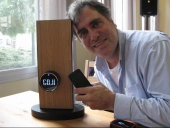 Gabriel Bestard-Ribas explica que desenvolupar el funcionament del pany Goji ha costat tres anys de feina.  M.R.C