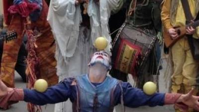 Representació teatral malabar al mercat de Llombai. EL PUNT AVUI