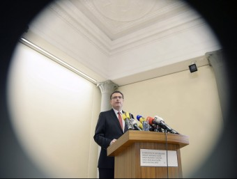 El president del BNS, Thomas Jordan, explicant l'eliminació del control de canvi entre el franc i l'euro.  EFE